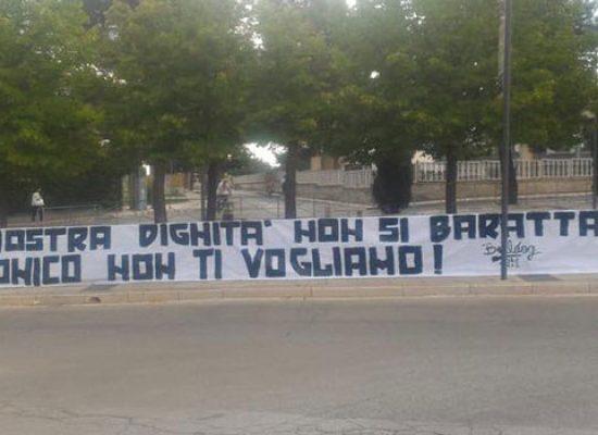 """Striscione della tifoseria barese sotto casa, Canonico: """"Prendo atto e ritiro offerta"""""""