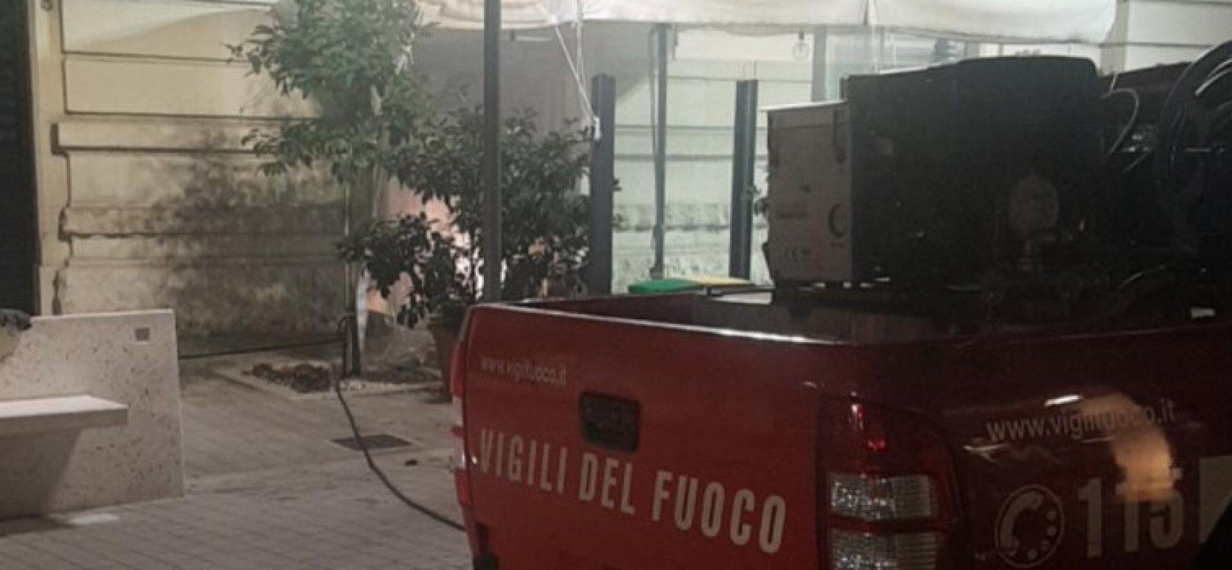 Attività ristorativa in fiamme nella notte su via Aldo Moro