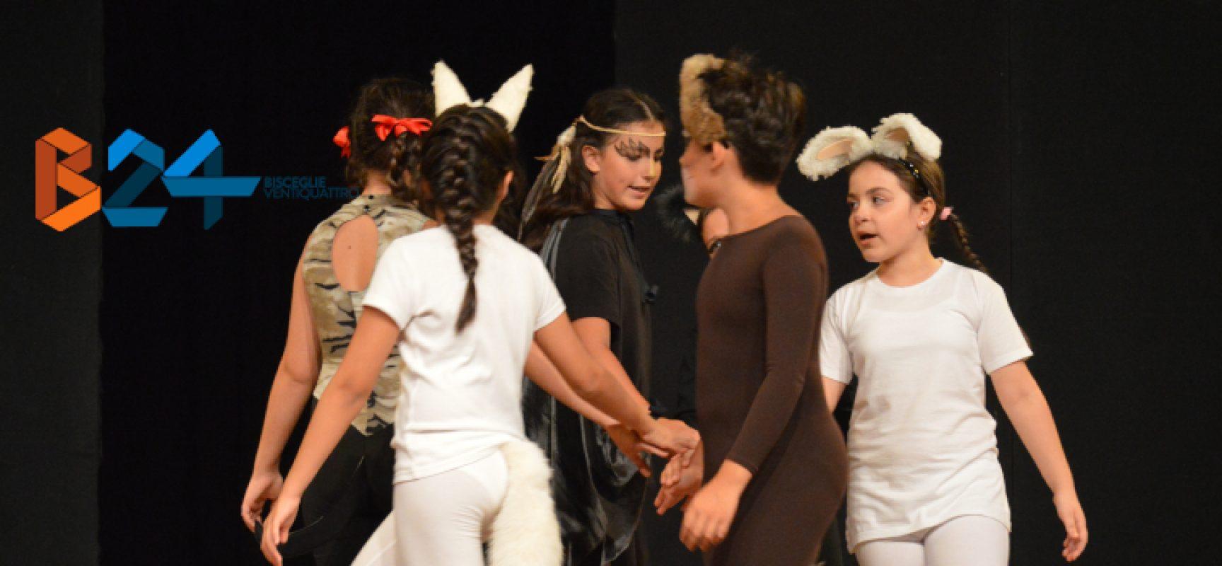 """""""Attenti al re"""", la Compagnia dei Teatranti porta in scena l'amicizia e la solidarietà / FOTO"""