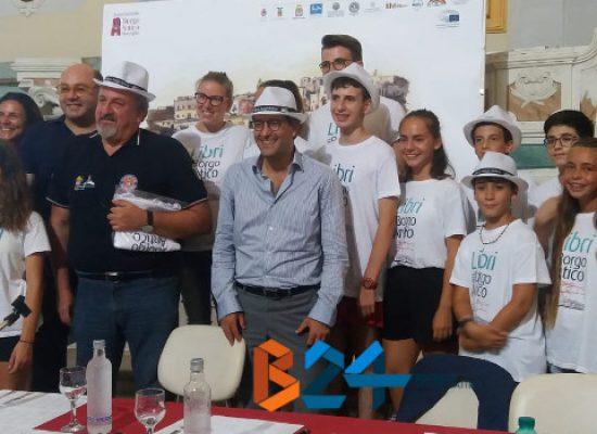 """Libri nel Borgo Antico, Emiliano: """"Sviluppo comunità passa da cultura"""" / VIDEO E PROGRAMMA"""