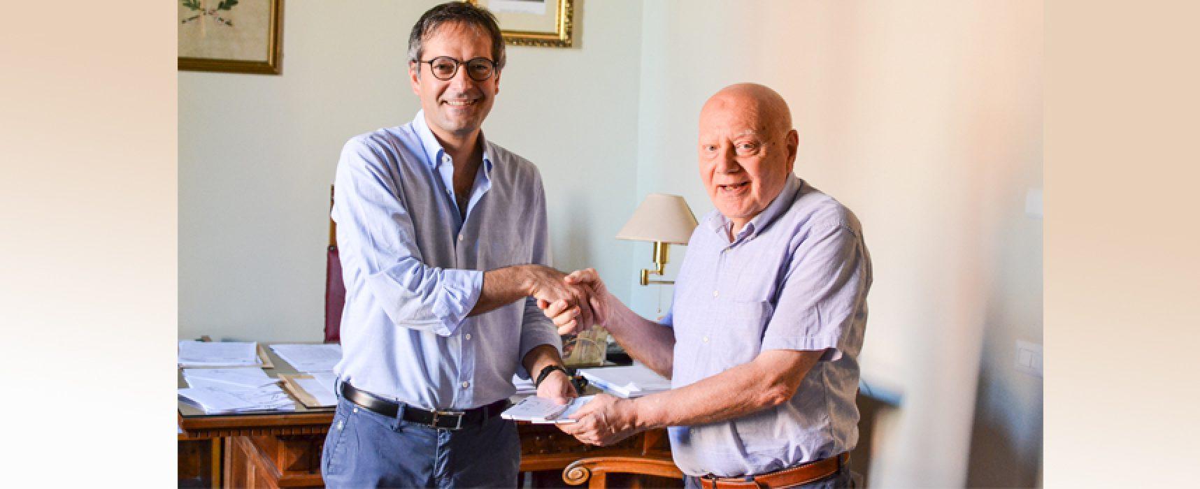 Il sindaco dona biglietti dei concerti all'Avis, l'associazione festeggia i suoi 60 anni