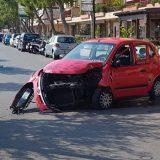 Auto contro un palo in via San Martino, biscegliese al pronto soccorso