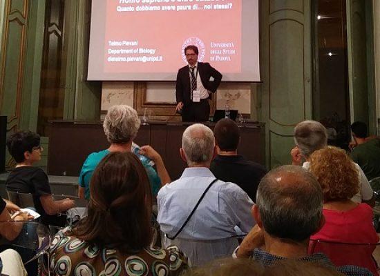 Dialoghi di Trani, Telmo Pievani spiega l'evoluzione dell'uomo tra scienza e razzismo