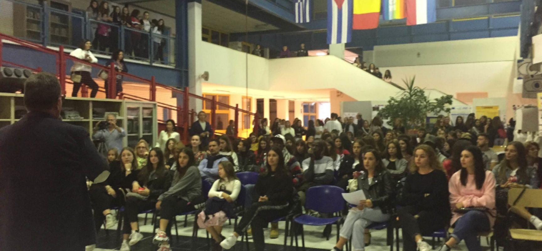 """""""Cultura e sviluppo economico"""", gli alunni del """"Dell'Olio"""" incontrano il Ministro Boccia"""