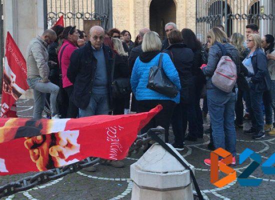 """Casa Divina Provvidenza, la protesta degli addetti alle pulizie: """"No a tagli da fame"""""""