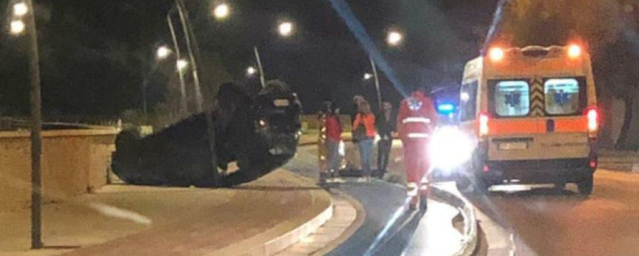 Auto si ribalta sul lungomare, 18enne trasportata in ospedale