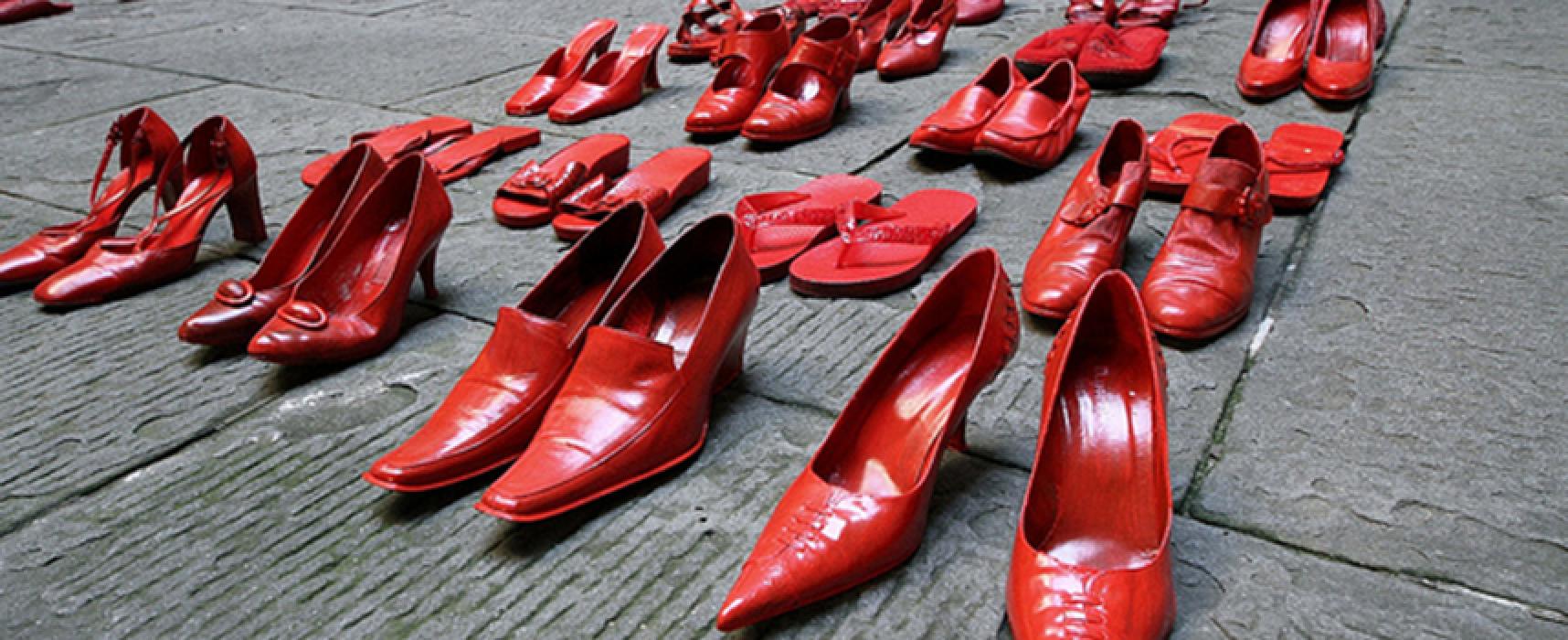 Le scarpe rosse di Sarah celebrano la giornata mondiale contro il femminicidio