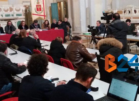 Consiglio comunale su rifiuti e interrogazioni su stipendi amministratori e contributi ad associazioni