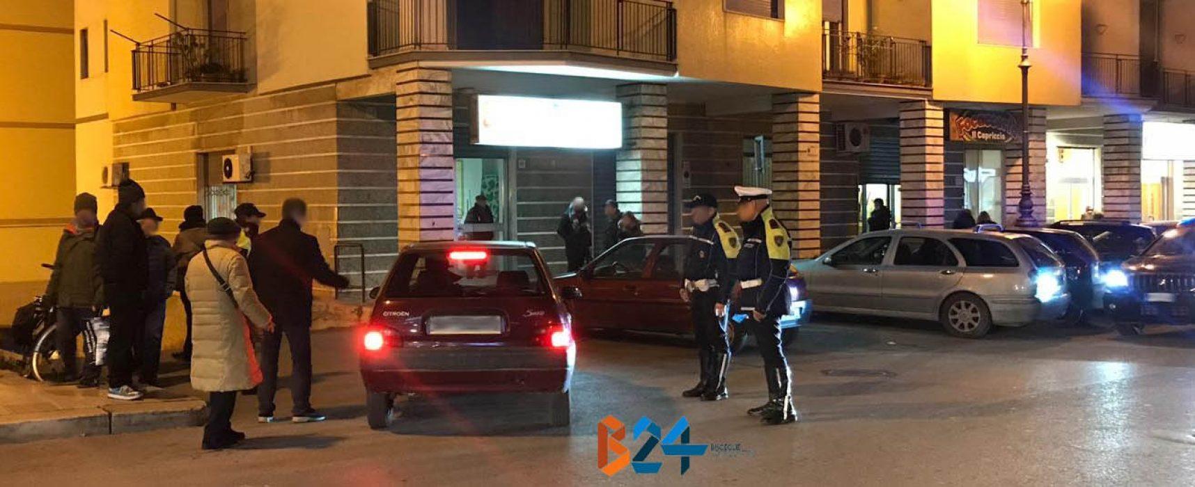 Scontro auto-bici su via Giovanni Bovio, 70enne al pronto soccorso