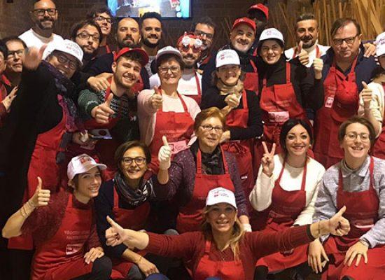 Si rinnova la tradizione del pranzo di Natale della Caritas alle Vecchie Segherie Mastrototaro / FOTO