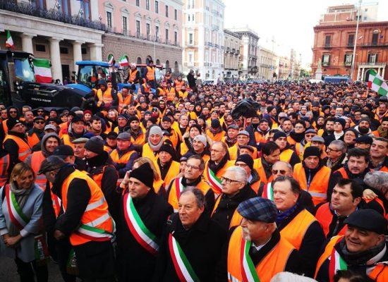 Gilet arancioni, oggi presidio in Piazza Vittorio Emanuele e Palazzo di città