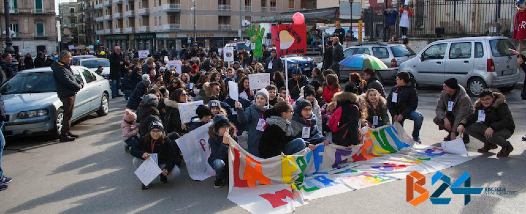 Azione Cattolica, la festa della pace anima le vie del centro / FOTO