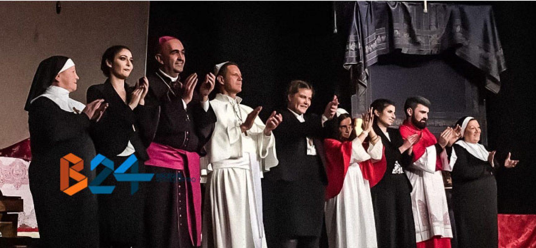 """CompagniAurea, solo applausi per lo spettacolo """"Benedetto. Il papa di Gesù"""""""
