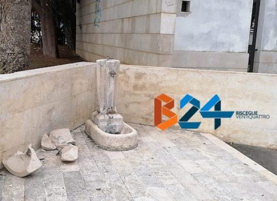 Danneggiata fontana in piazza Vittorio Emanuele, probabile atto vandalico
