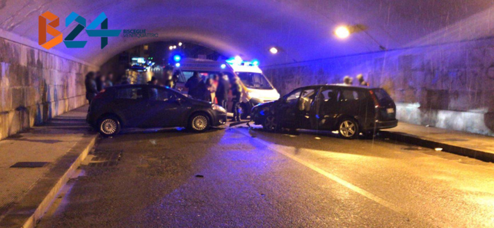 Frontale tra due auto nel sottopasso di via Piave, 42enne al pronto soccorso