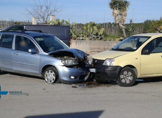 Scontro tra auto su Carrara Enziteto, 63enne biscegliese al pronto soccorso