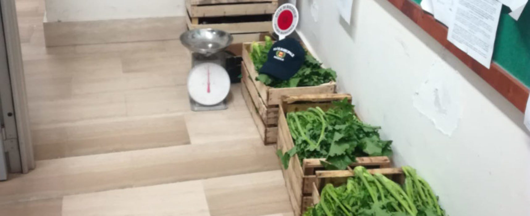 Controlli Polizia Locale al mercato: sequestro frutta e verdura, foglio di via per due donne