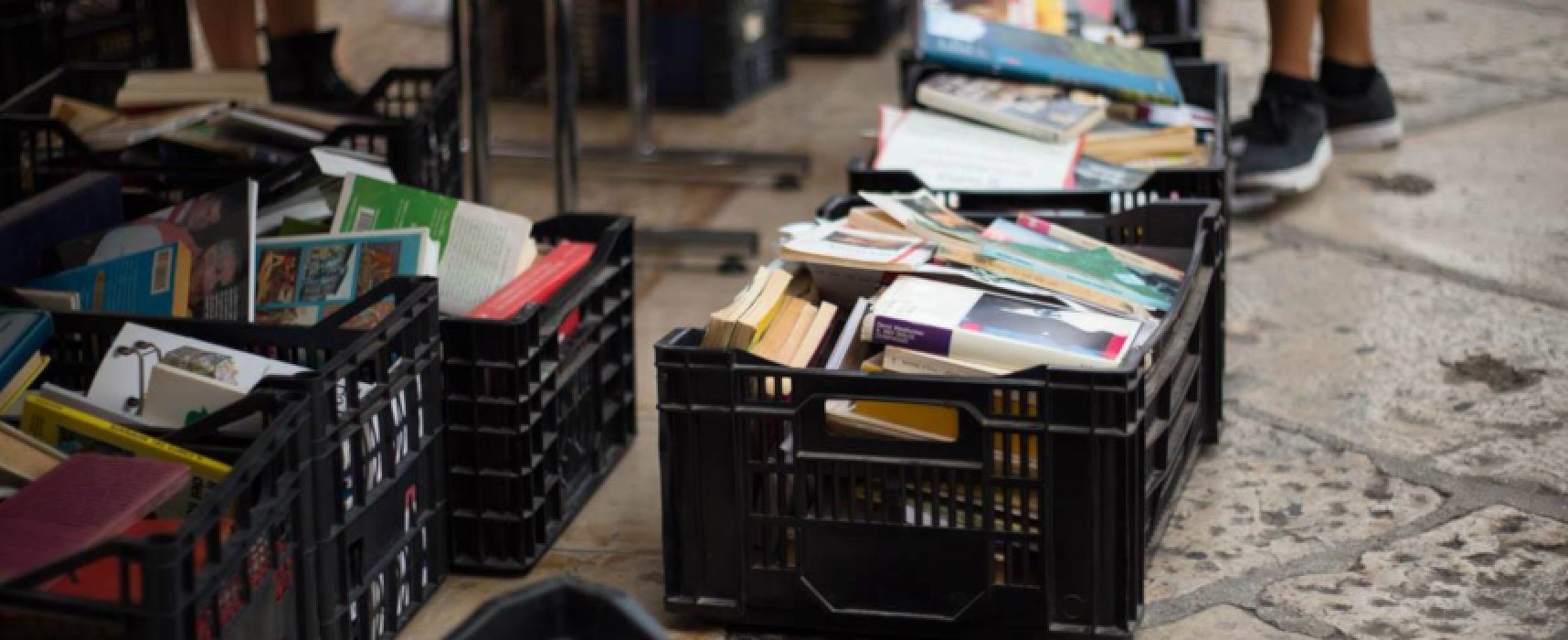"""Campagna riciclo materiali, Borgo Antico: """"Se i libri sono un rifiuto, li smaltiamo noi"""""""