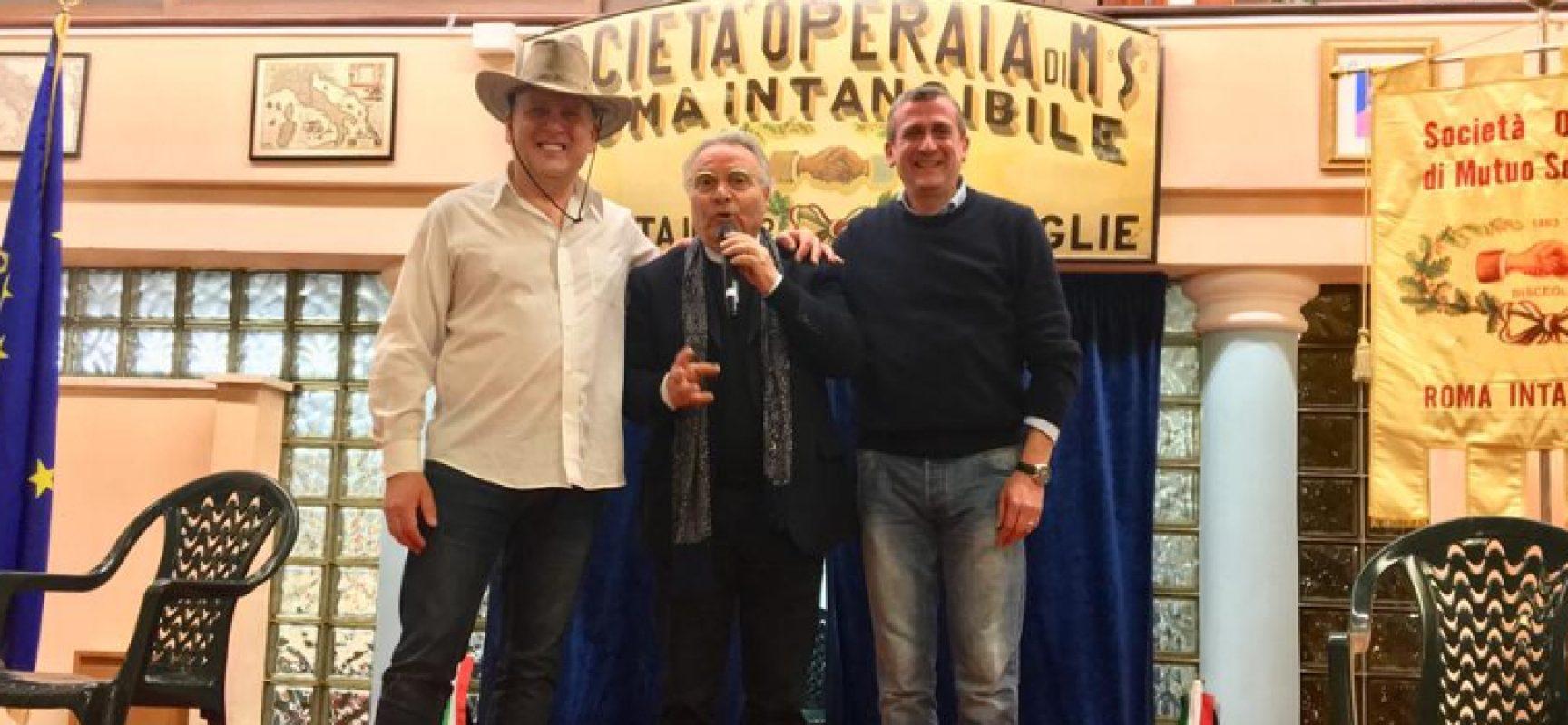 Applausi per Pino Tatoli e Carlo Monopoli nella serata di cabaret a Roma Intangibile / FOTO