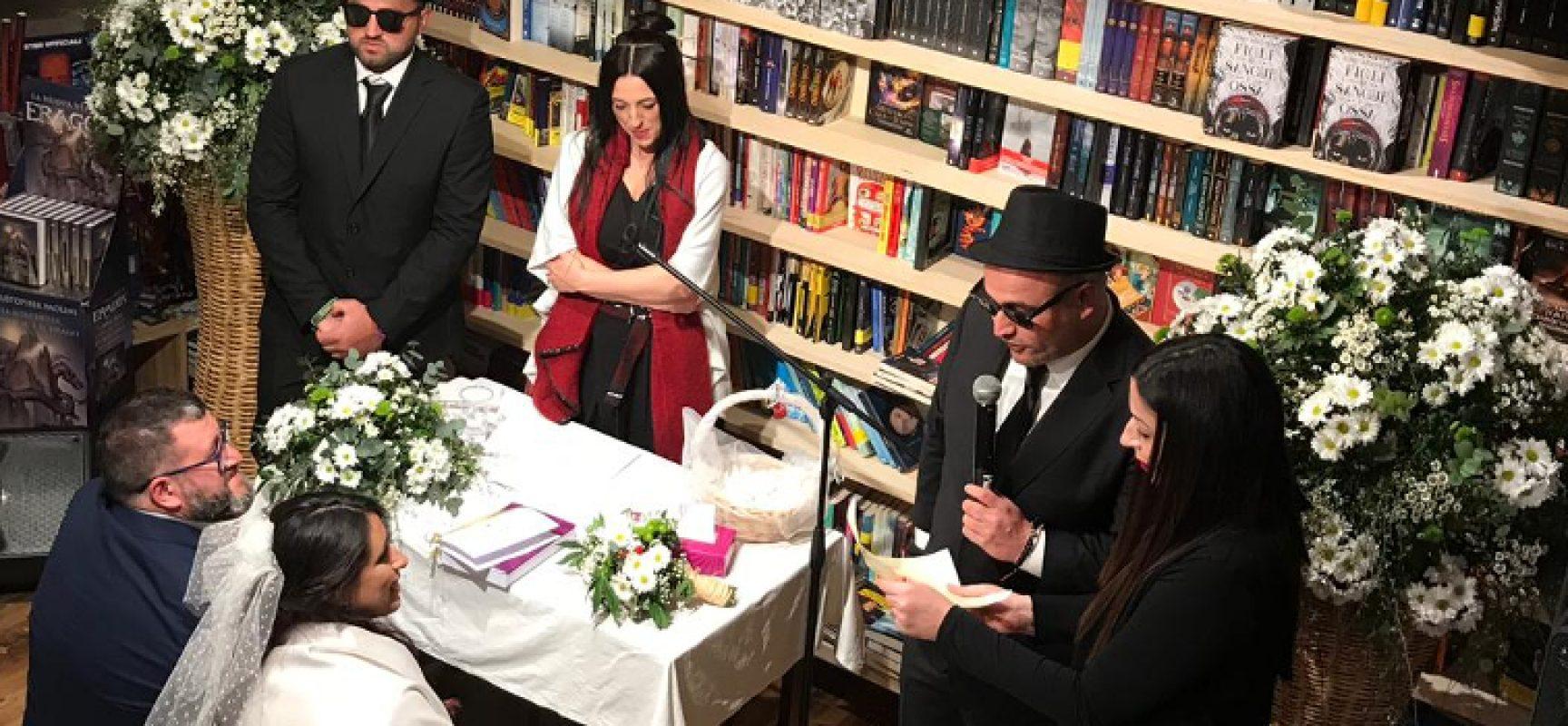 Si giurano amore eterno nel Mondadori Bookstore di Bisceglie / FOTO