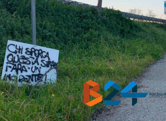"""Cartelli di dissuasione all'abbandono rifiuti, operazione """"fai da te"""" di un cittadino"""