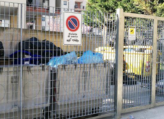 """Recintata area rifiuti dell'ospedale, Consiglio e Parisi: """"Ora stop alle brutte abitudini"""""""