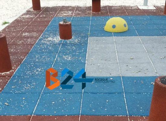 Danneggiata area giochi nella zona 167 / FOTO