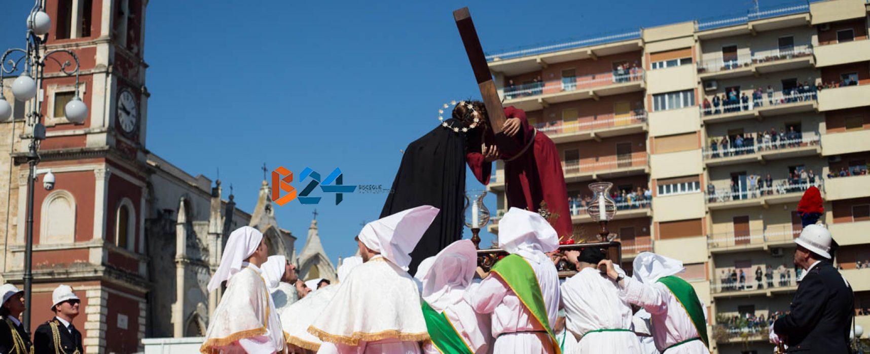 Settimana Santa, l'Incontro: l'ultimo straziante saluto di Maria al figlio Gesù / FOTO