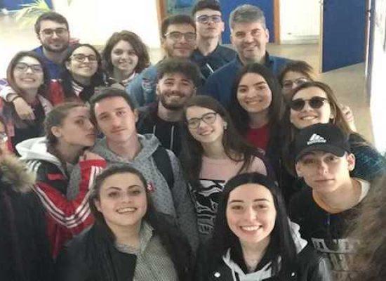 """Studenti, professori e personale scolastico del """"Sergio Cosmai"""" donano sangue per Avis"""