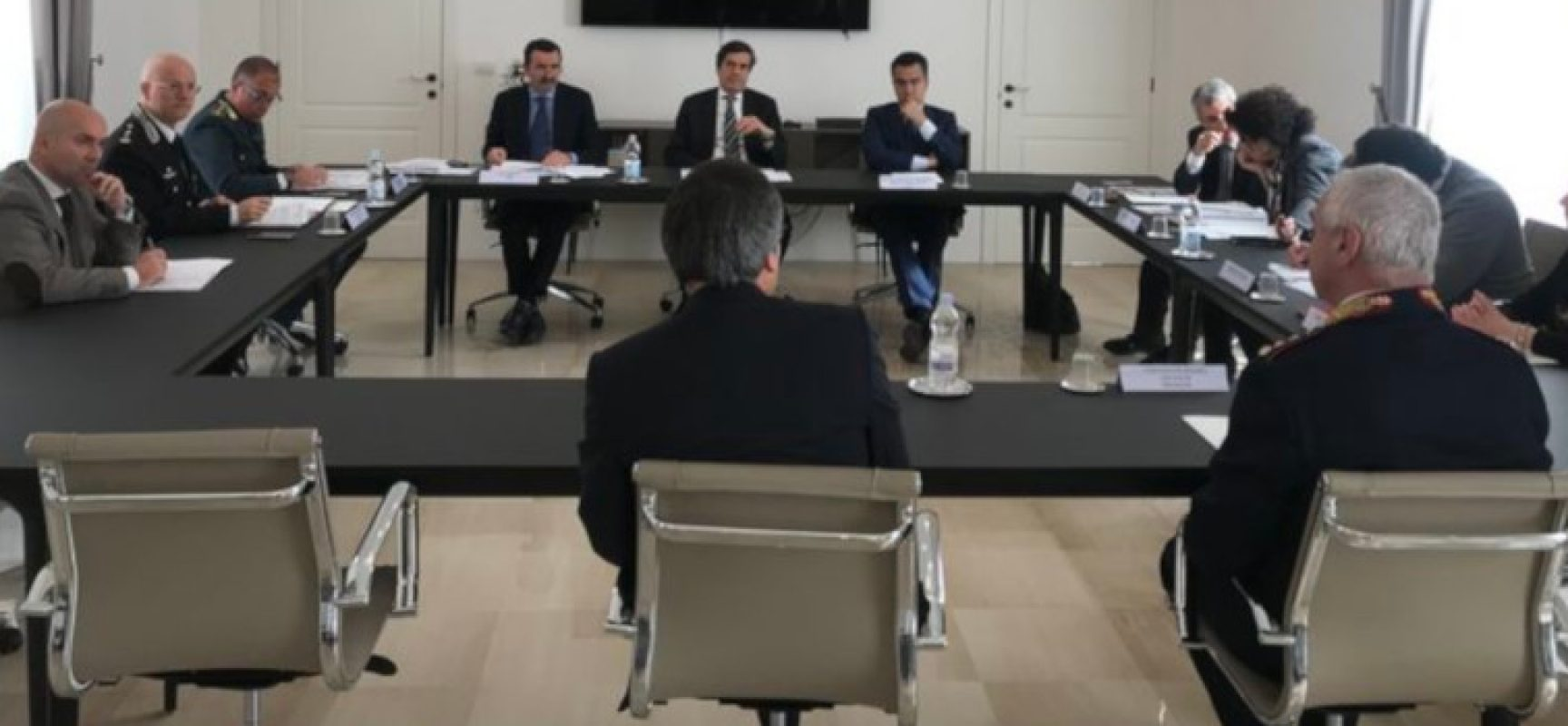 Vertice Forze di Polizia in Prefettura, discusso l'atto intimidatorio all'assessore Parisi
