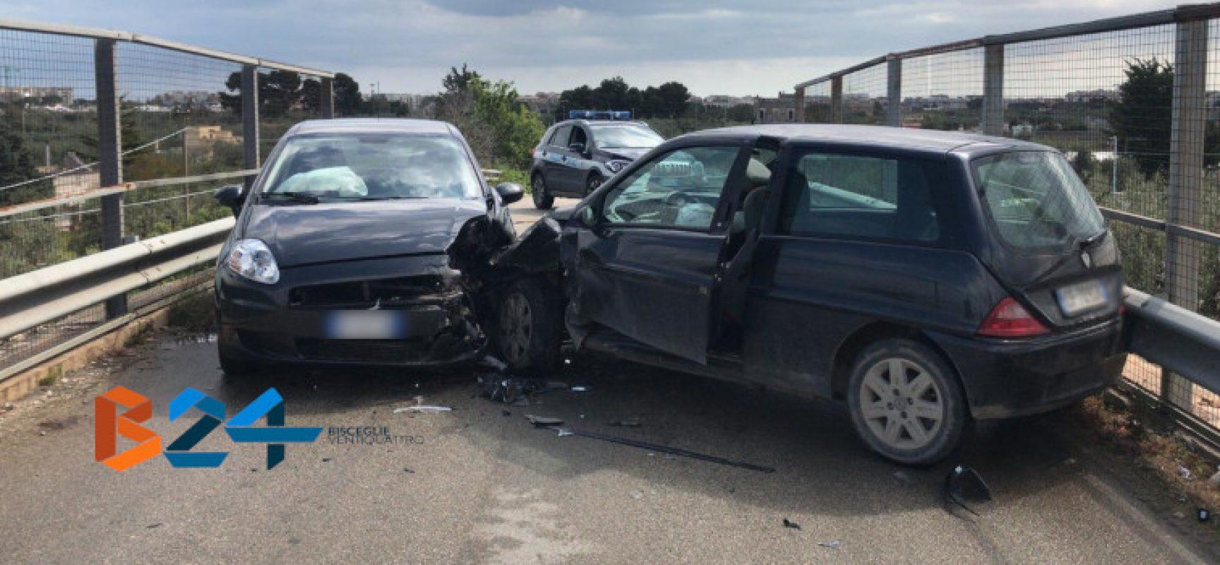 Scontro frontale sul cavalcavia di via Crosta, tre feriti in ospedale