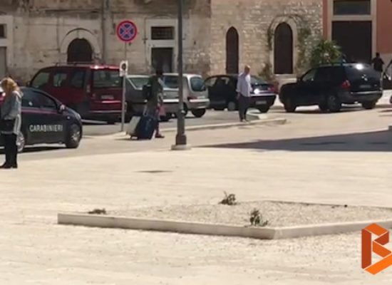 Chiudono centri accoglienza a Bisceglie, migranti trasferiti a Bari / VIDEO