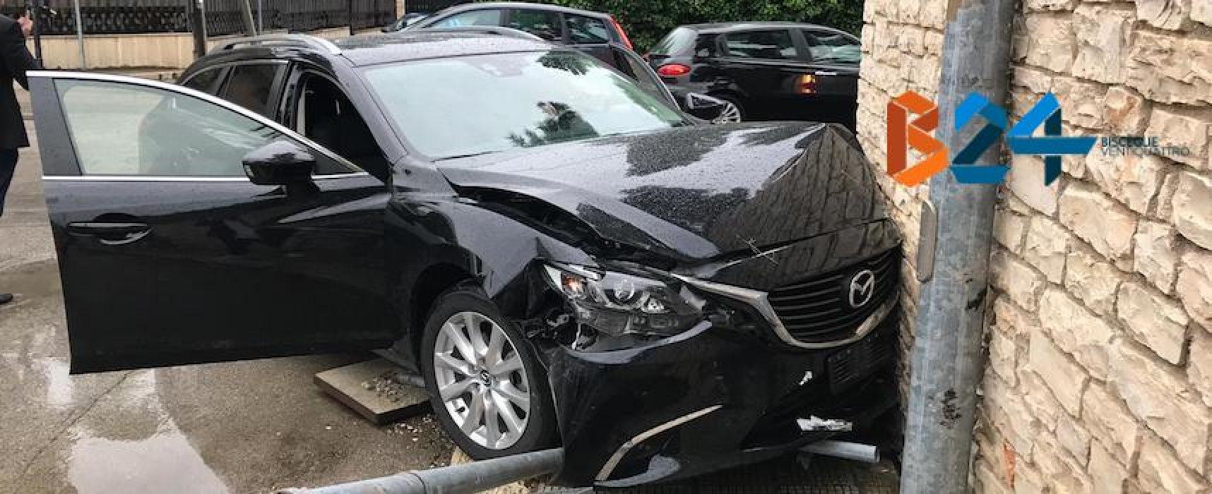 Scontro tra due auto in via della Libertà, un ferito al pronto soccorso