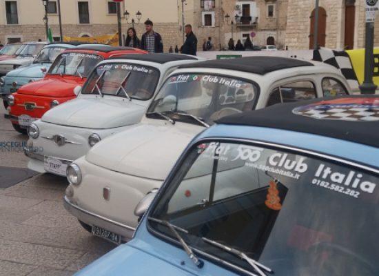 Raduno Fiat 500, un trionfo di colori, clacson e storia italiana / FOTO