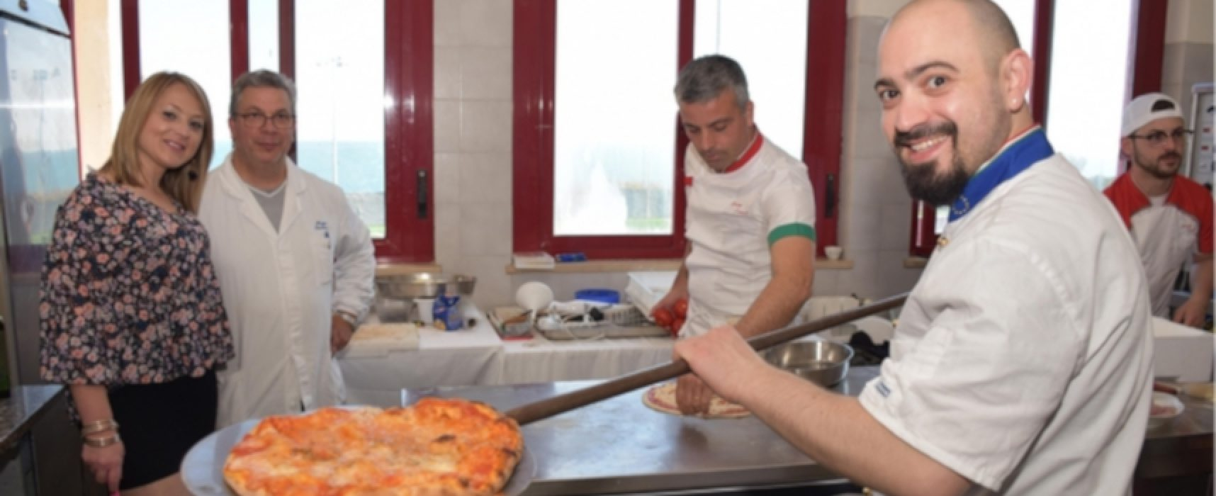 Pizzaiolo biscegliese spiega tecniche di lievitazione naturale agli studenti canadesi
