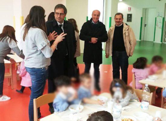 """Scuola """"Sandro Pertini"""", sopralluogo del sindaco Angarano per verificare servizio mensa"""