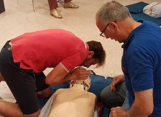 """""""Nel cuore della città"""", donati tre defibrillatori ai cittadini biscegliesi"""
