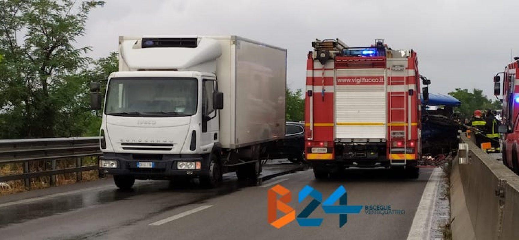 Incidente strada statale 16 uscita Bisceglie-Andria, circolazione bloccata