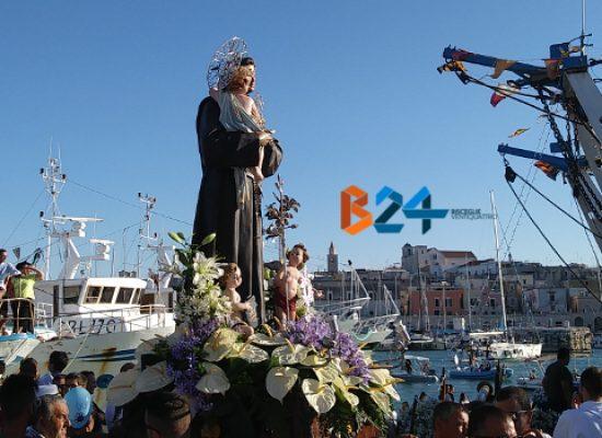 Bisceglie onora le reliquie di Sant'Antonio con la tradizionale processione / FOTO
