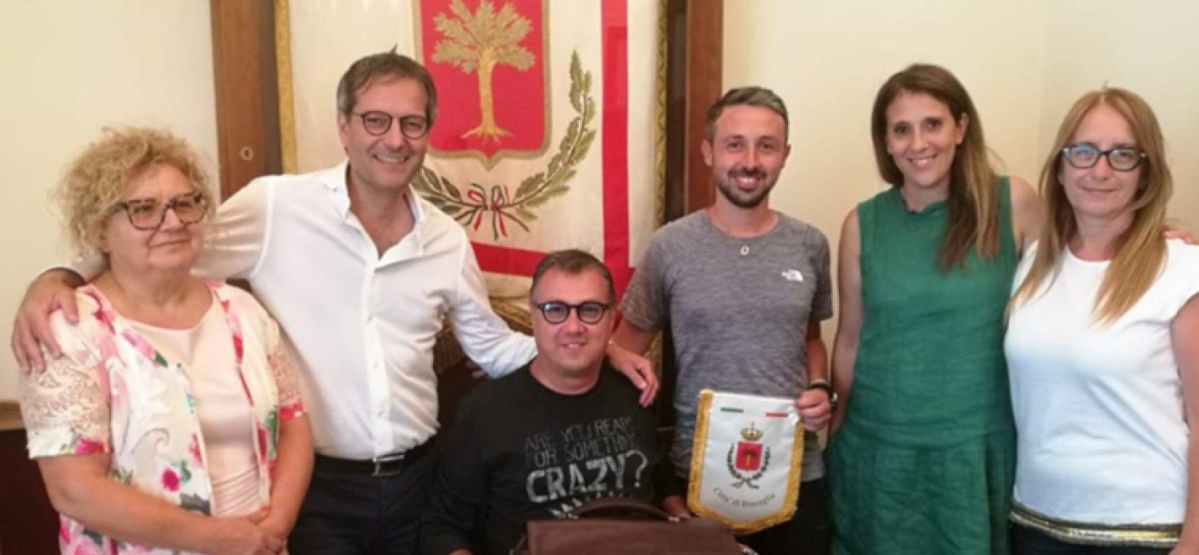 Sclerosi multipla, in marcia per sensibilizzare, Marco Togni accolto in Comune
