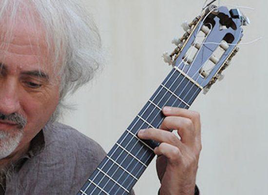 """Il chitarrista Nando Di Modugno protagonista nello spettacolo """"Todo mundo approdo lindo"""""""