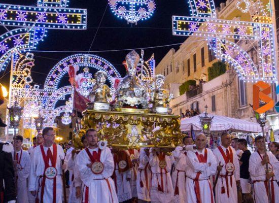 Festa patronale, sacralità e tradizione rivivono nei festeggiamenti della domenica dei santi / FOTO