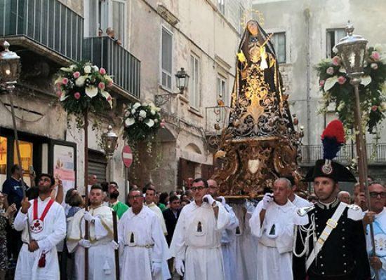 Festa Addolorata, passione e riti rivivono nella festa della co-patrona di Bisceglie / FOTO