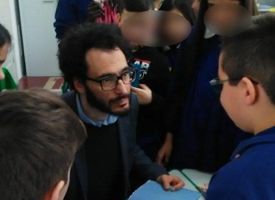 Festa dei Lettori, gli alunni delle scuole biscegliesi incontrano Daniele Aristarco