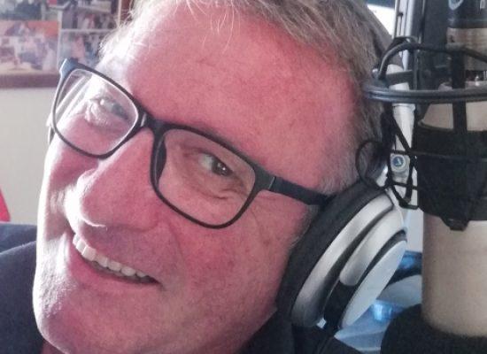 """Radio Centro, lo speaker Mimmo Valente e la sua """"Hit Parade"""" raggiungono le 2100 puntate"""