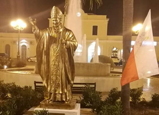 Inaugurata in piazza Diaz statua di San Giovanni Paolo II / FOTO