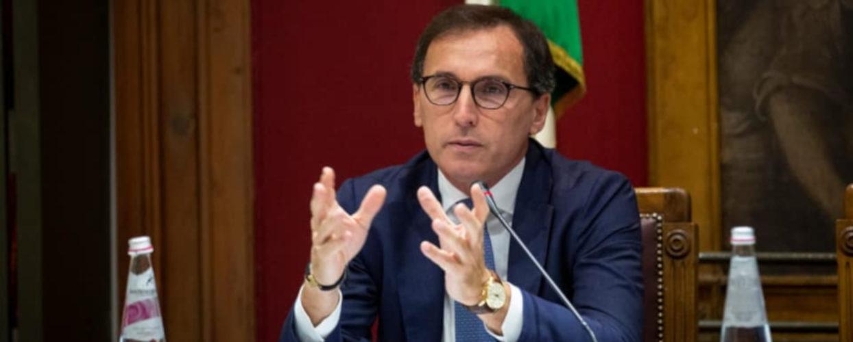 """""""Ti vengo a prendere e ti uccido"""", minacce via social al  ministro Boccia"""