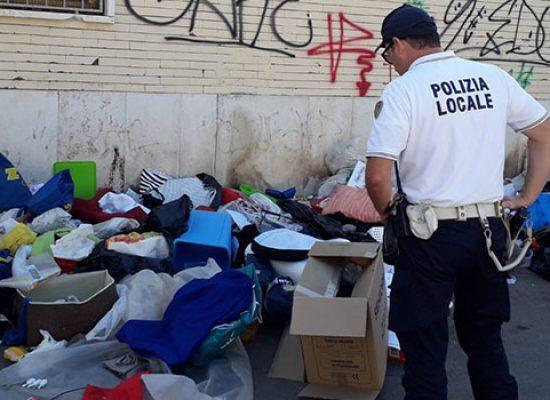 Abbandona grande quantità di rifiuti durante trasloco: individuato e multato