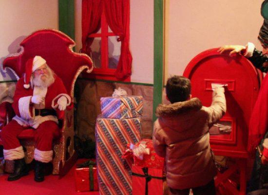 Pista di ghiaccio, luminarie e musica dal vivo nel Villaggio di Babbo Natale a Bisceglie