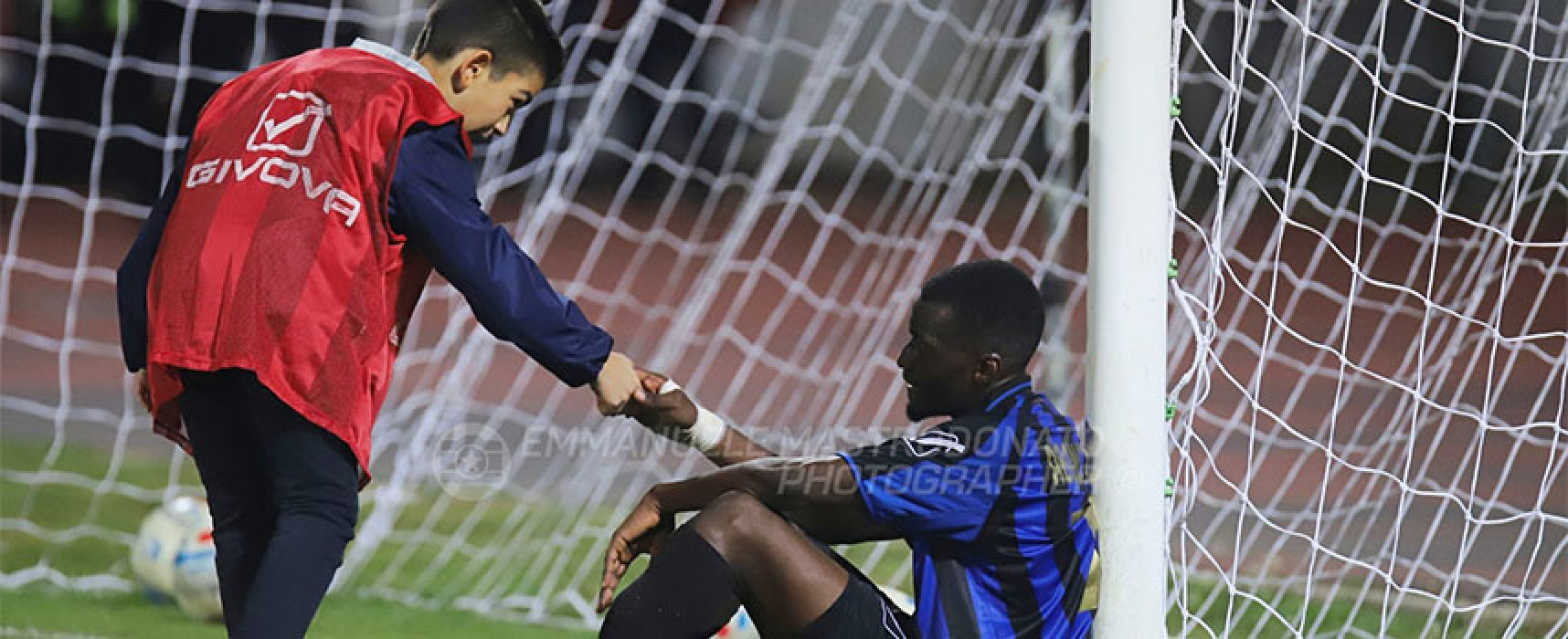 Il giovane raccattapalle biscegliese Domenico Tritto premiato dal presidente della Lega Pro